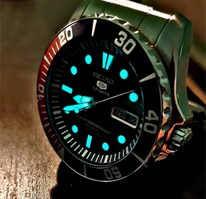 Seiko 5 SNZF15 Sea Urchin luminous elements